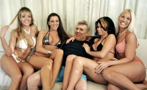 Много девушек в групповом порно 49